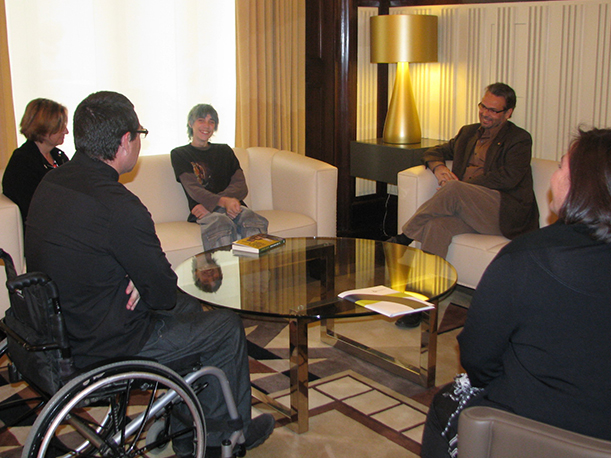 El Presidente Del Parlamento De Catalunya, Ernest Benach Recibe A Los Representantes De La Fundación Step By Step